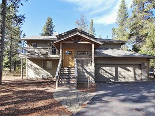 Family Home near Fort Rock Park w/ WiFi, Hot Tub, Fireplace & Free Sharc Passes!