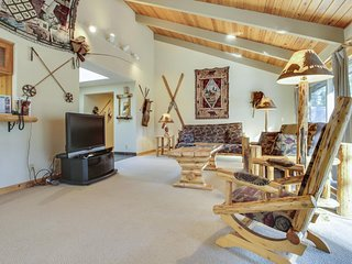 Nice Home near Village at Sunriver w/ WiFi, Hot Tub & Free Sharc Passes