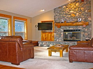 Classic Home near Sunriver Village w/ WiFi, Hot Tub, Fireplace & Sharc Pass
