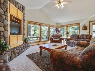 Exclusive Home near Deschutes River w/ WiFi, Hot Tub & Free Sharc Passes