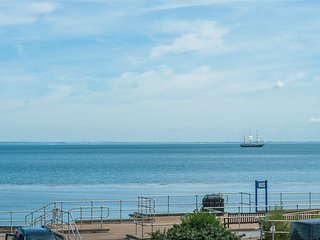 Driftwood Heights, Bembridge Sea Front Apartment