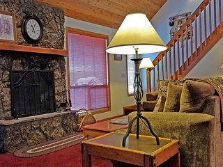 Sunriver Home near Fort Rock Park w/ WiFi, Hot Tub, Fireplace & BBQ