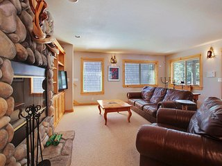 Relaxing Lodge near Sunriver Village Mall w/ WiFi, Hot Tub & Free Sharc Passes