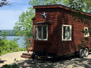 Tiny House on Lake Ainslie with private beach waterfront 13 km to Inverness