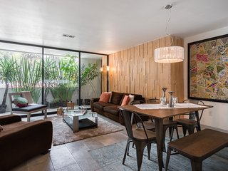Stylish 2 bedroom on Chic Condesa Street