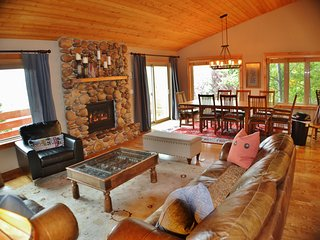 Comfortable Mountain Home, Close to Ski Resorts, Perfect for Groups and Families