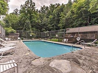 NEW! Gatlinburg Home w/Private Hot Tub & Mtn Views
