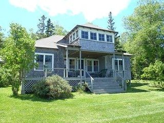 Warmth and Rustic Charm -5br Cottage- surrounding woods & impressive beachfront