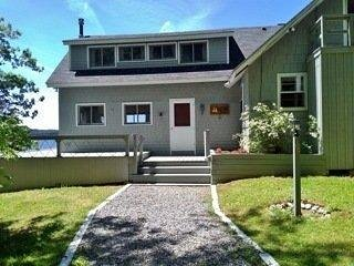 Majestic 4Br w/ seaside deck & shared access to private beach