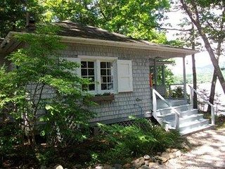 Charmin Cottage on Water's Edge