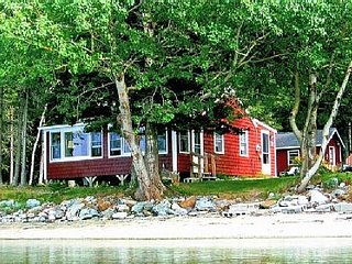 Cozy 2 Bedroom Cottage on tidal Allen Cove shoreline!