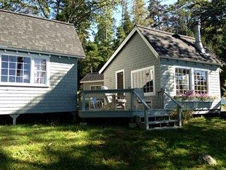 Cozy 2br/2ba Cottage with private salt water beach for swimming or kayaking