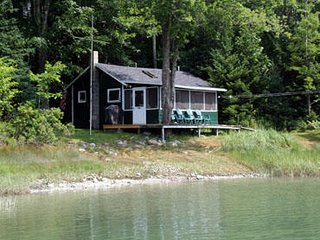 Cozy Shoreline Cottage on Greenlaw Cove