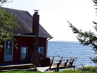 Cozy Maine waterfront cottage w/ breathtaking views of the ocean!