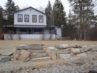 Majestic 4br Waterfront Home, private & serene, nearby Maine's desired locations