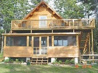 3 Bedroom Waterfront log cabin home, with canoe, paddleboat & 3 kayaks included