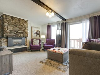 NEW LISTING! Modern condo with mountain views and close to Schweitzer skiing!