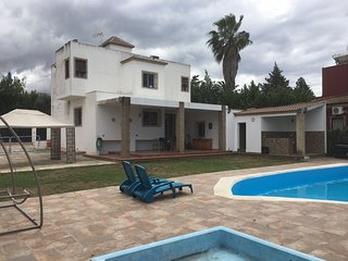 Great villa with pool in Sevilla