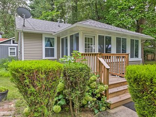NEW! Cozy Union Pier Cottage - Walk to Lake/Beach!