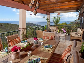 Riley's Retreat 3-5 BR Villa, Privacy, Comfort, Great View, Close to Cruz Bay