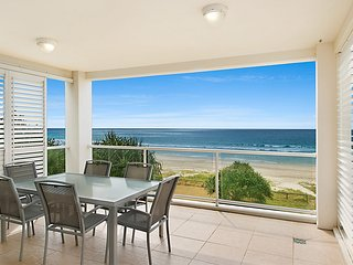 Solaya Unit 6 - Absolute beachfront apartment in Tugun, Gold Coast