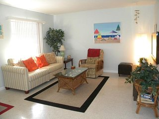 Sanibel Shores #A2 Quaint Cottage - Short Bike Ride to Beach