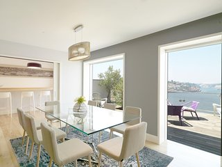 Spacious Porto Luxury Golden View apartment in Vila Nova de Gaia with WiFi, priv