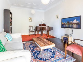 Spacious Sunny Apartment in Darlinghurst Hub H418