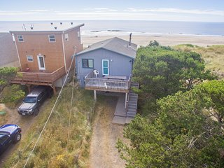 Ocean Annie #128 - oceanfront cabin, great views and direct beach access in Tier