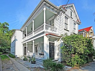 Historic & Spacious Downtown 6BR, 2 Blocks to King Street – Fully Renovated