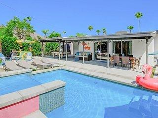 Stylish 3BR Oasis - Dreamy Backyard w/ Pool, Hot Tub, Fire Pit