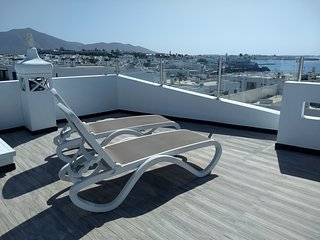Centrally-Located, Modern Apartment with Stunning Roof Terrace & Great Views