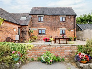 Alice's Cottage, working farm, charming interior, ideal for couples or