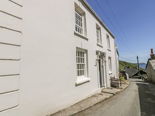 HILLSIDE, pet-friendly, WiFi, in Portloe, Ref 979493