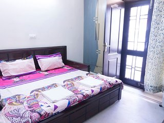★ Master bedroom | Dwarka - 15 mins from Airport.