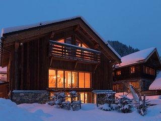 Luxurious Chalet Ski-in/Ski-out with Sauna & Jacuzzi