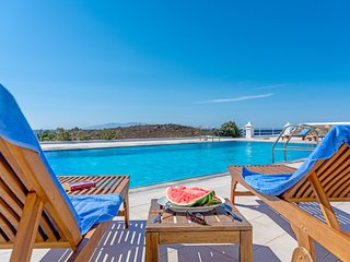 Skyline Villa Mykonos by the pool and the beach!
