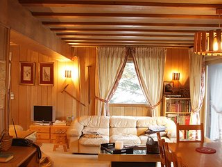 Chalet Mousseron, traditional chalet sleeping 10