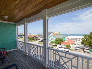 2 Oversized Decks, Elevator, Ocean Views, 2 Min walk to the Beach, 5 Min Walk to