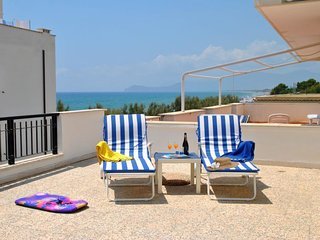 1 bedroom Apartment with Air Con, WiFi and Walk to Beach & Shops - 5058708
