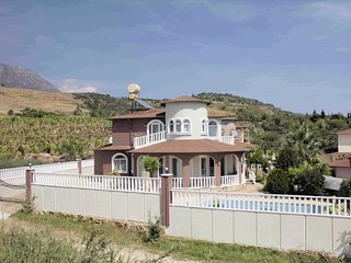 Villa Amal - Large private family villa in quiet location with pool
