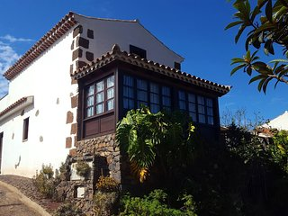Nice old traditional house in a quiet and agricultural area of great beauty.
