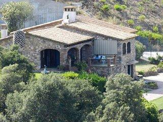 Costa Brava, villa catalana con piscina e panorama