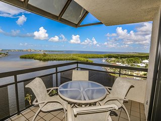 2 bedroom, 2 bath top floor condo with incredible panoramic views