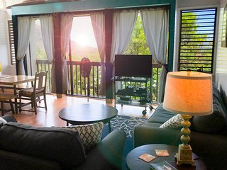**Makaha Beautiful Top floor 2bd Condo - Air Con // Wifi