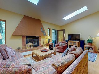 NEW LISTING! Cozy townhome w/deck & gas fireplace - on free shuttle route