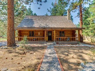 Rustic cabin w/ shared pool, tennis & adventure nearby!