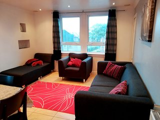 3 bedroom apt. Virgin internet 100 Mbps, Virgin Tv & Netflix, free parking area