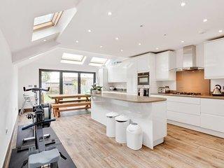 Stunning 4bed house w/garden Wimbledon 2min 2 tube