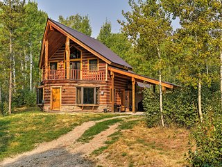 'Eureka Lodge' Cabin w/ Treehouse, visit Yellowstone!